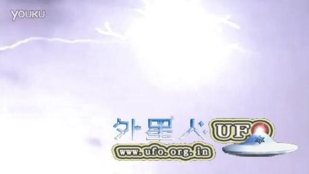 闪电中的UFO的图片