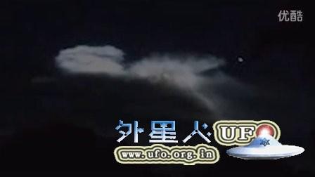 2015年11月19日俄罗斯西伯利亚外形巨大奇特的发光UFO的图片
