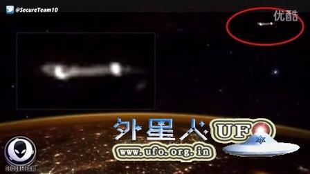 2015年11月17日国际空间站拍到一条白线状发光UFO的图片