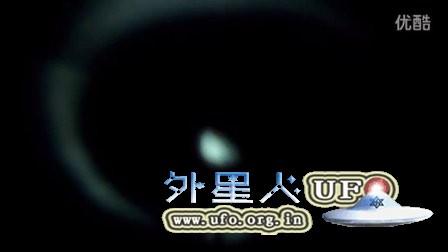 2015年12月2日加州卵形发光物及外侧U形光圈UFO的图片