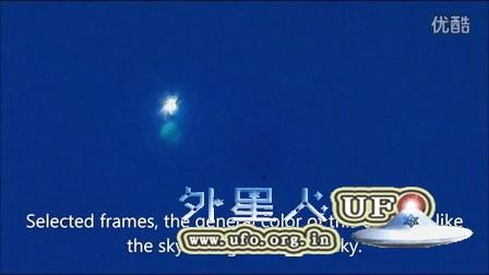 2015年12月11日蓝白两色发光UFO的图片