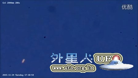 2015年11月24日高空橙色随意运动发光UFO的图片