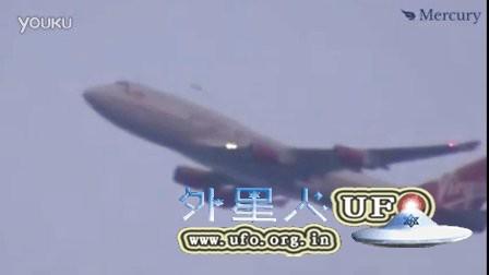 2015年12月8日纽约JFK机场飞机与UFO的图片