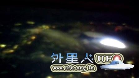 2015年12月21日国际空间站拍到的UFO的图片