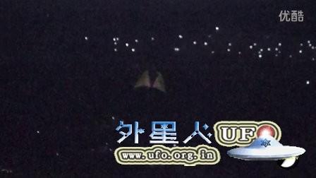 中东火焰状发光UFO的图片