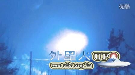 2016年2月17日莫斯科漂亮的巨大彩色光团UFO的图片