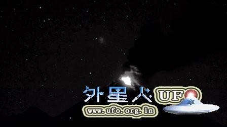 2016 1月3日墨西哥Colima 火山飞碟UFO的图片