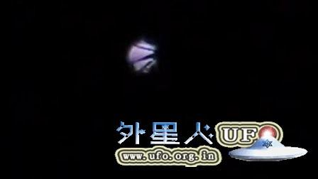 2016年2月24日光球UFO中的各种暗条的图片