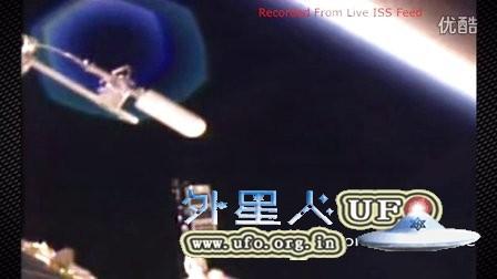 国际空间站附近巨大6边形2色UFO的图片