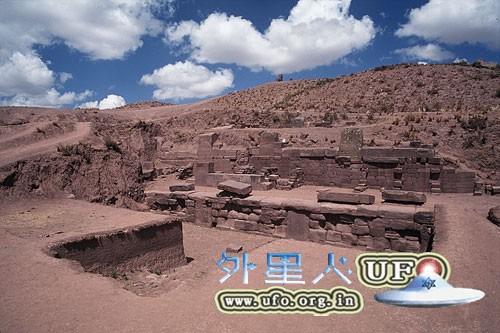 玻利维亚:蒂瓦纳科遗址 阿卡帕纳金字塔的图片