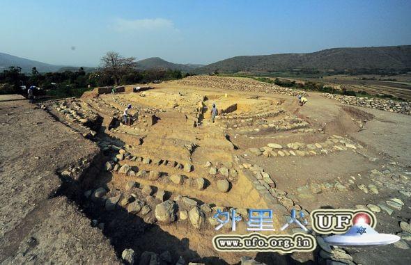 秘鲁发现早期古代金字塔遗址的图片 第1张