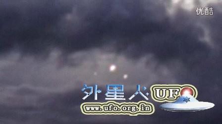 2016年洛杉矶3个彩色光球UFO先后隐形的图片