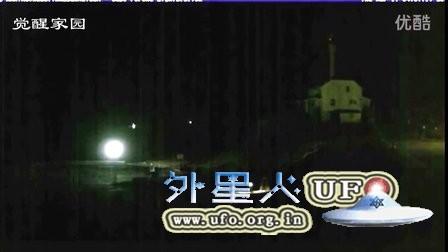 2016年3月17日加拿大监控拍到多个临近海面的UFO(中文)的图片