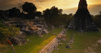 6座最高蒂卡尔金字塔神庙的图片