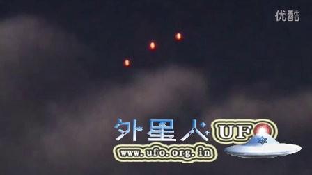 3个彩色光球UFO不断变换队形的图片