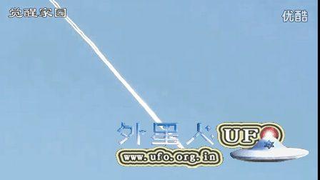 2016年4月5日加州奇异的飞机尾迹的图片