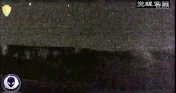 2016年4月12日黄石公园UFO发射光束给第二个UFO的图片