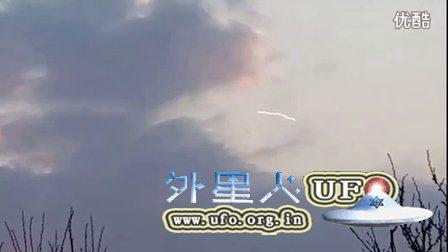 2016年3月19日科索沃空中不规则白线UFO的图片