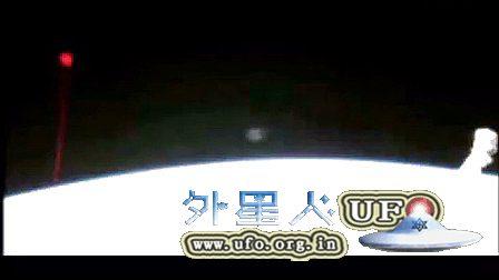 2014年12月5日国际空间站拍到红色光球UFO的图片