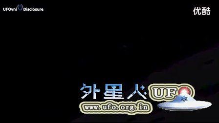 土卫八陨坑中的UFO的图片