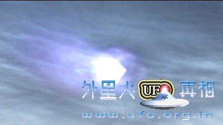 巨大的蓝色UFO在韦斯特伍德洛杉矶真正的UFO目击画面的图片