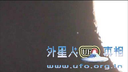 不明飞行物在月球的黑暗面消失! UFO观察的图片