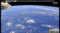 国际太空站拍到离奇的UFO或导弹的图片