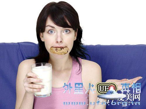 牛奶越浓越有营养? 喝牛奶 别陷入这10误区的图片 第1张