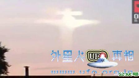 """俄罗斯天空拍摄到的""""耶稣受难""""云的图片"""
