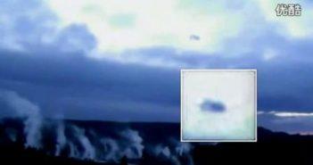 UFO舰队围绕超级火山 据说这里是外星人基地(视频简介下有文字说明)的图片