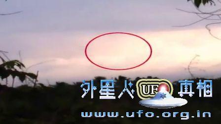 两段高速白色光球UFO视频的图片
