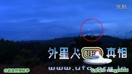 实拍天空中高速飞行的神秘光球UFO的图片