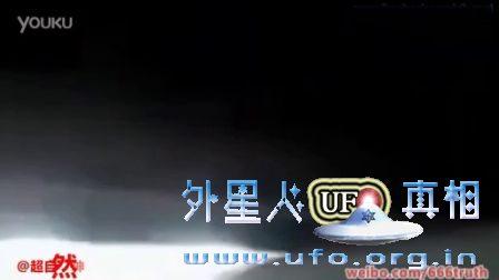 实拍天空中出现的神秘飞棍UFO的图片
