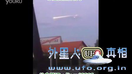 实拍在天空180度转弯飞行的诡异火球UFO的图片