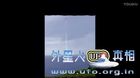 令人惊奇的UFO在海洋附近出现的图片