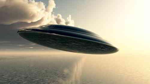 台湾在关岛附近打捞到UFO?捞上来后船体倾斜45度的图片 第1张