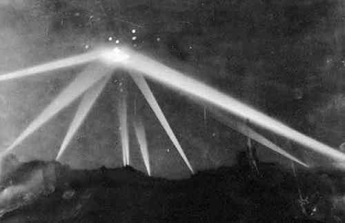 经过5、60年之后,你可以在新闻媒体或报纸和杂志中看到以下洛杉矶UFO图像 ▼ 第4张