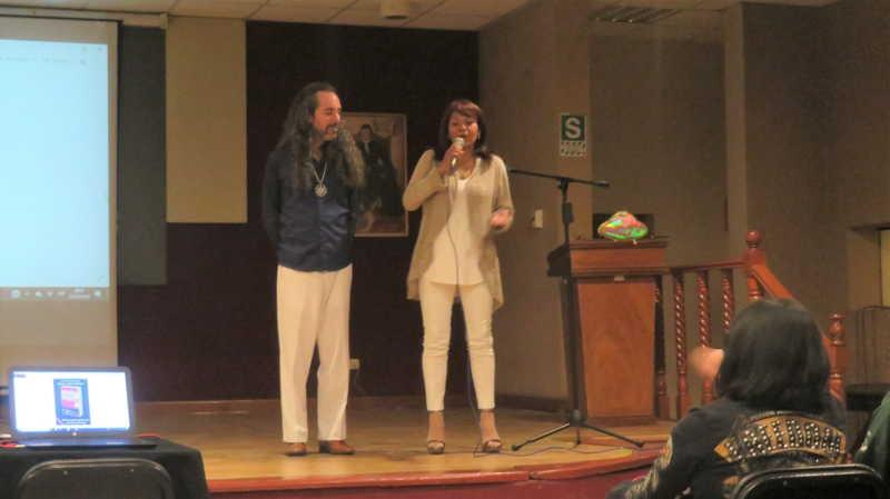 秘鲁雷尔运动现实聚会,2个秘鲁雷尔人在台上分享 第14张