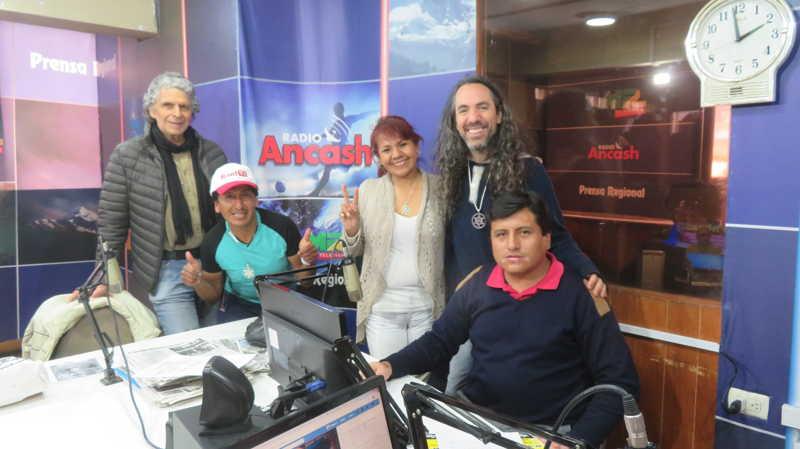 在安卡什电台,来自秘鲁安卡什市的瓦拉斯市最重要电台的优秀采访, 秘鲁雷尔运动在《新闻安卡什》节目中。 第11张