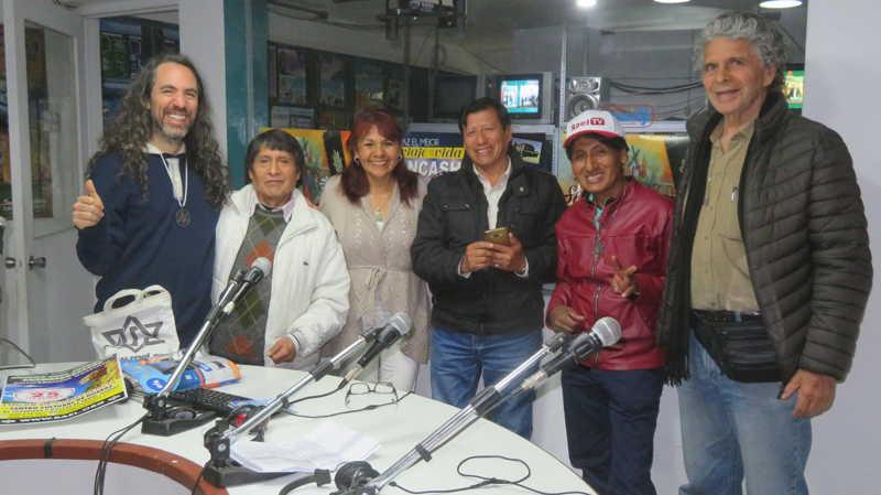 """在秘鲁安卡什瓦拉斯市的Quassar广播电台节目""""无语言的秘鲁秘鲁人""""雷尔运动中进行的最佳采访之一。 第5张"""