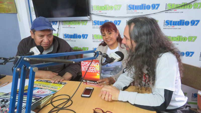 在秘鲁安卡什市瓦拉斯市的电台工作室97,分享阅读《来自外星人的讯息》! 第8张